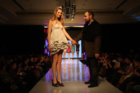 Desfile VisteLaCalle en Santiago D Moda: Paulo Méndez