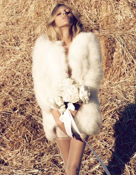 Blanca y radiante: Anja Rubik en Vogue Japón