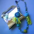 """collares y accesorios """"LUNA DE FIELTRO"""""""
