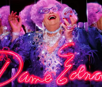 La excéntrica Dame Edna para M·A·C cosmetics