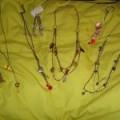 Se venden collares, pulseras y aros