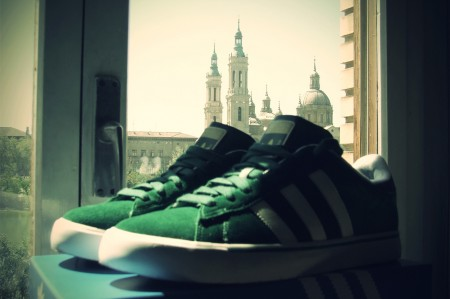 Tillas, sneaker, zapatillas, sport shoes, tennis shoes = Sneakerpedia