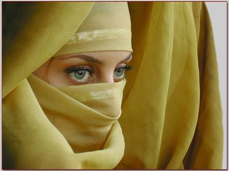 Irán prohíbe los maniquíes con curvas y sin velo