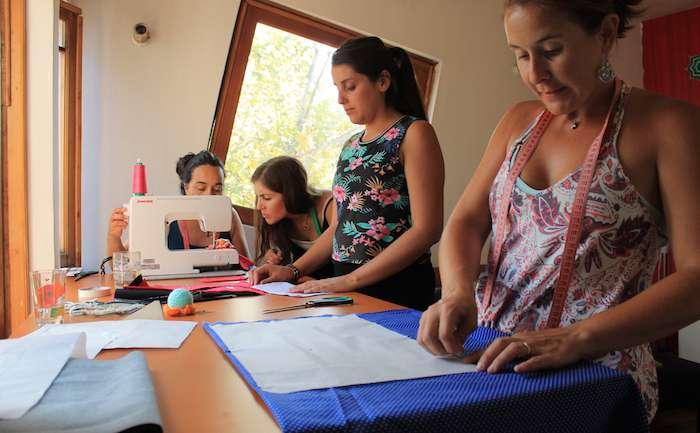 """""""No des puntá sin hilo"""", un nuevo proyecto que enseña a confeccionar el guardarropas propio"""