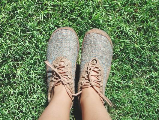 Entrevista a Valentina Gómez, la creadora de zapatos unisex hechos con fibra de cáñamo