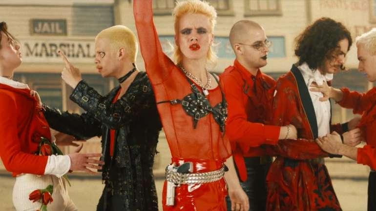 HMLTD, la banda que sigue el glam clásico