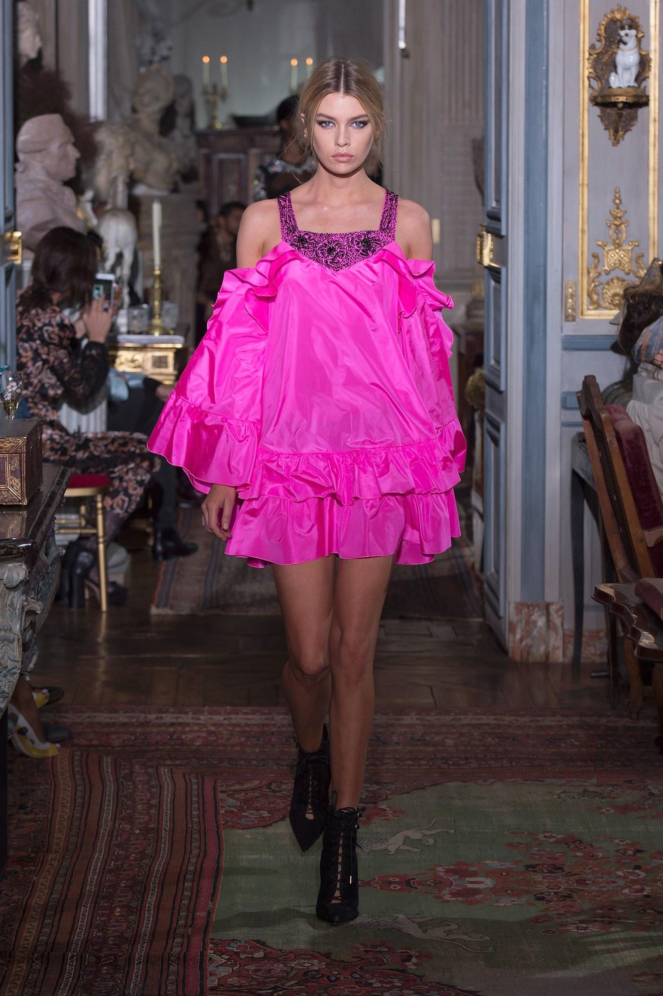 Peter Dundas lanza su etiqueta homónima durante Paris F/W Haute Couture 2017-18