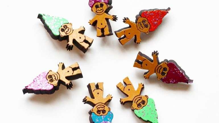 Mara Parra, la artista chilena que crea accesorios en madera pintados a mano