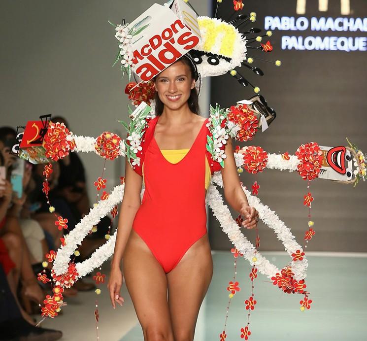 """McDonald's Couture"" en Miami Swim Week"