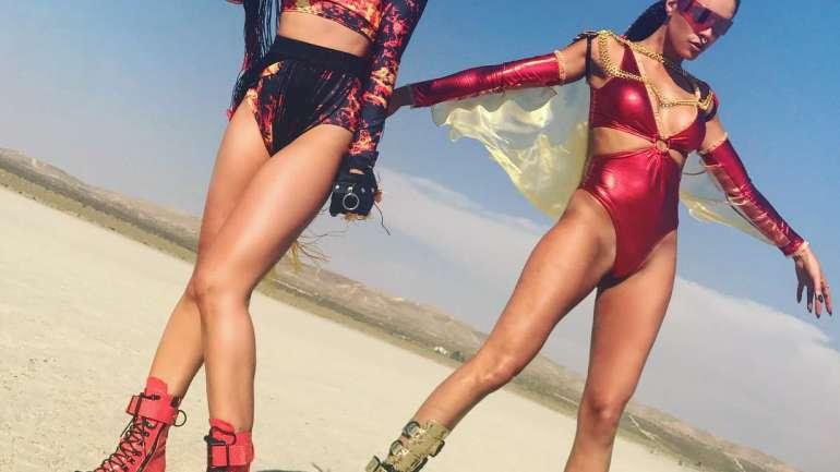 Dolls Kill, atuendos futuristas e ideales para festivales de música