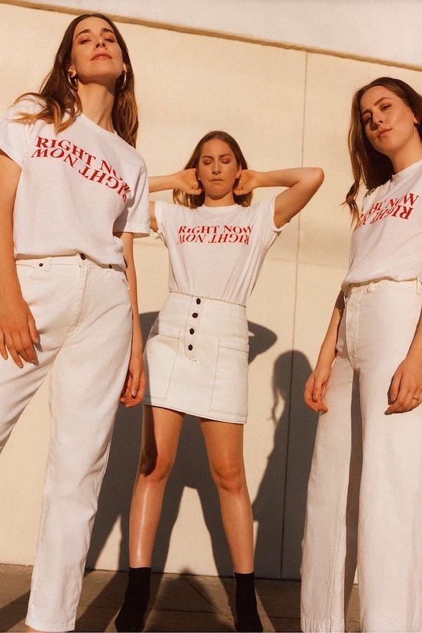 La línea de poleras de HAIM y Urban Outfitters