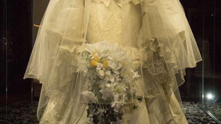 """Un vistazo a la exhibición """"Recordando a Diana"""" en el Museo de la Moda"""