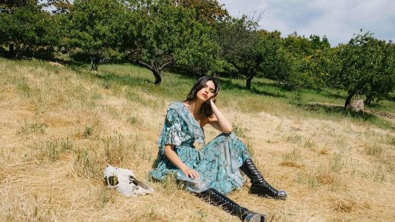 Cole Sprouse y su talento como fotógrafo de moda