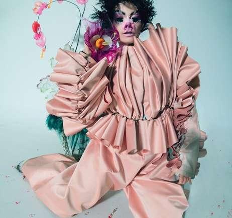 @isshehungry: Maquillajes surrealistas y experiencia con Björk