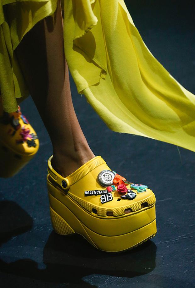 Los bolsos y zapatos que propusieron las pasarelas de PFW S/S 2018