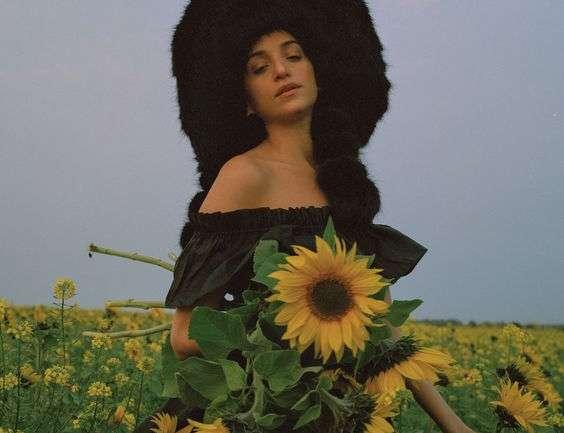 Emma Brewin, la diseñadora que se apodera de Londres con pieles sintéticas