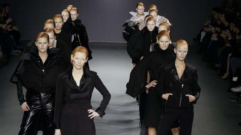 Flashback: Cuando Tilda Swinton inspiró a Viktor & Rolf, 2003