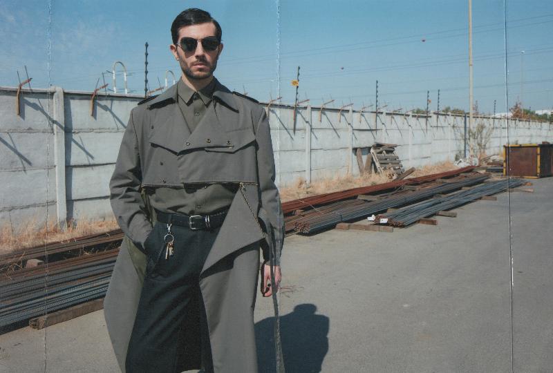 """La exposición """"Moda y género: Indumentaria Masculina Contemporánea"""" en CCE Santiago"""