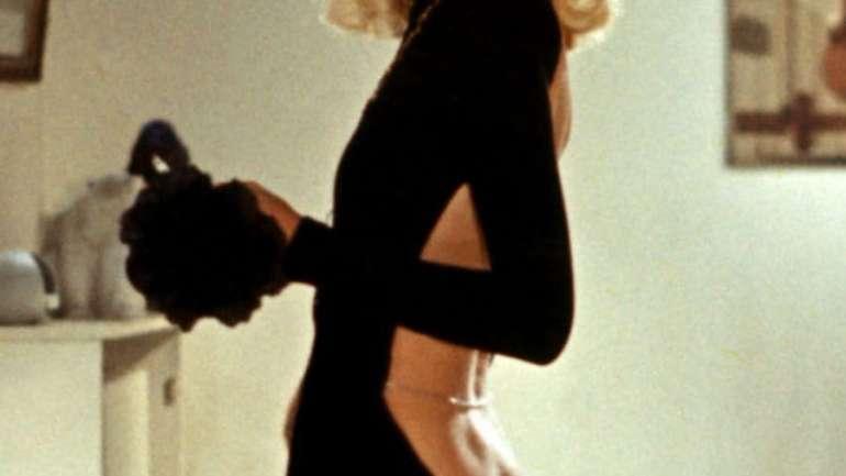 La historia del vestido de espalda desnuda