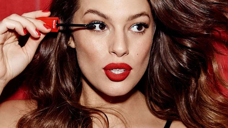 Ashley Graham se une a Revlon para ser embajadora de la marca