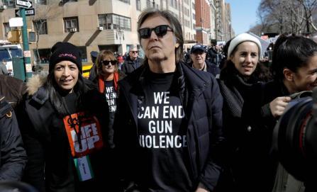 #MarchForOurLives: Los nuevos líderes estadounidenses, celebridades marchando y el traje Calvin Klein de Millie Bobby Brown