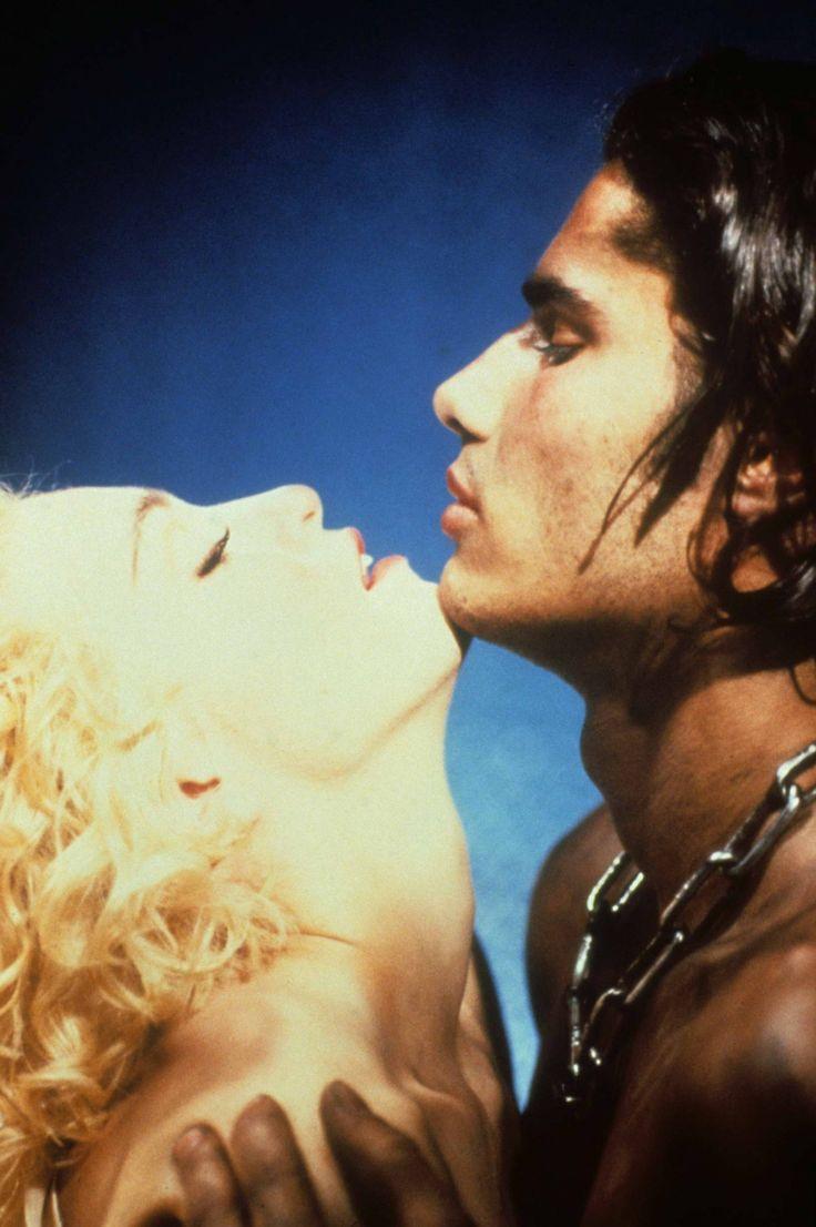 Cameron Alborzian, el modelo que se transformó en Yogi (y salió en Express Yourself de Madonna)