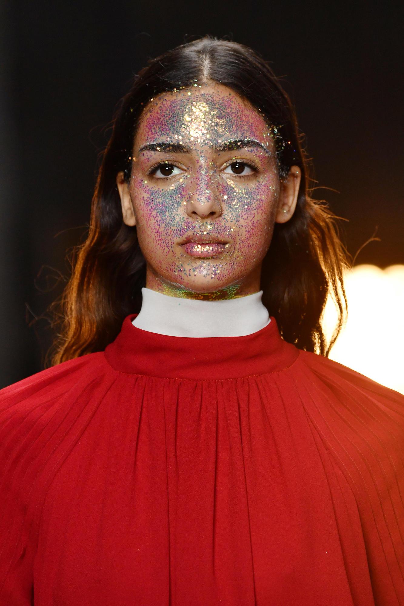 Tendencia 2018: Maquillaje con escarcha o glitter