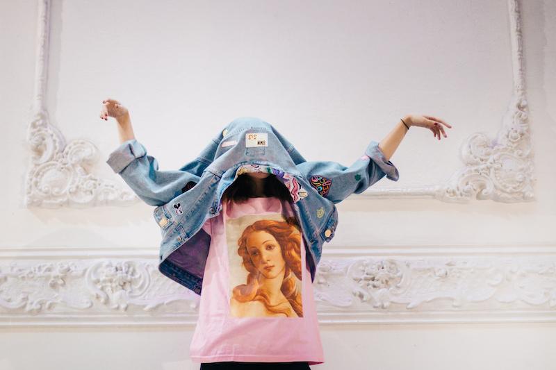 RINA, la marca chilena que une moda y arte a través de poleras