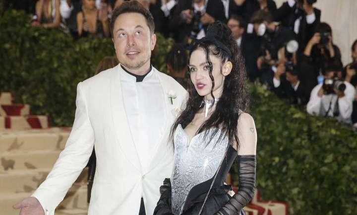 Lo que no vimos venir en la #METGala2018: Grimes y Elon Musk, la nueva pareja de moda