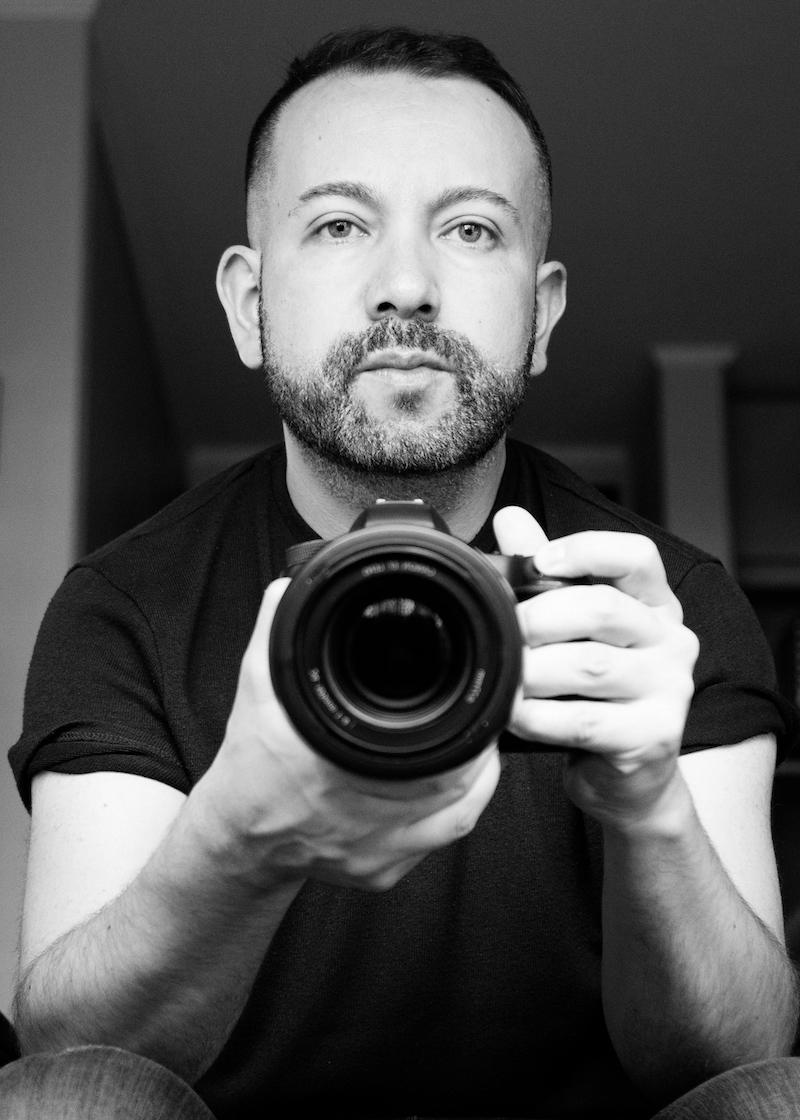 """Entrevista a Rodrigo Adonis, fotógrafo pionero de la generación actual: """"La fotografía de moda en Chile dejó de ser un segmento reducido y monótono"""""""