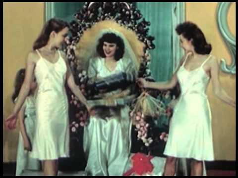 Un desfile de ropa interior de los años '40