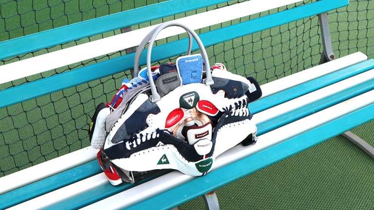 Moda del siglo XXI: JUNG y sus bolsos hechos de zapatillas recicladas