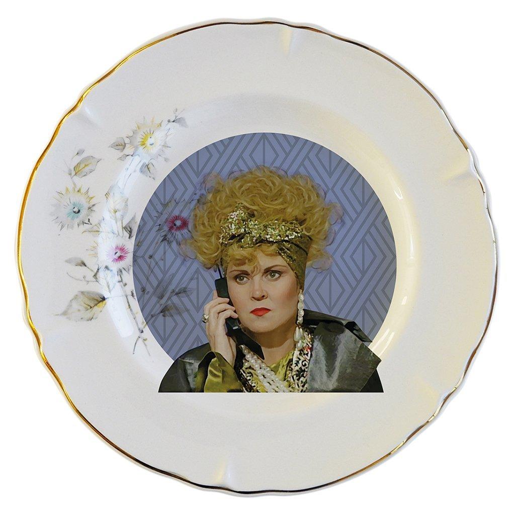 Pop chileno en platos decorativos: El trabajo de Enriqueta Robinson