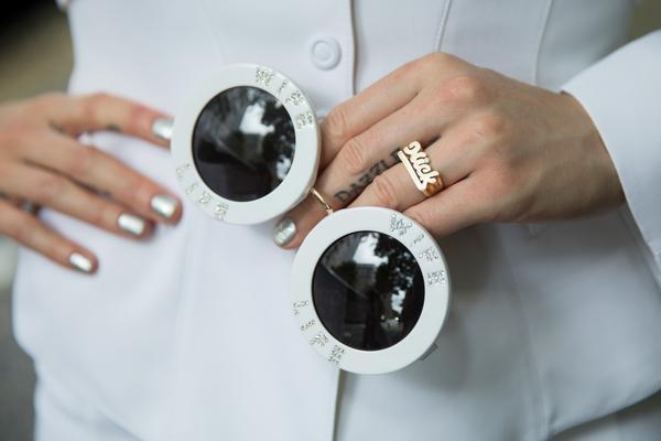 Accesorios para novias: Los lentes de sol de A-Morir