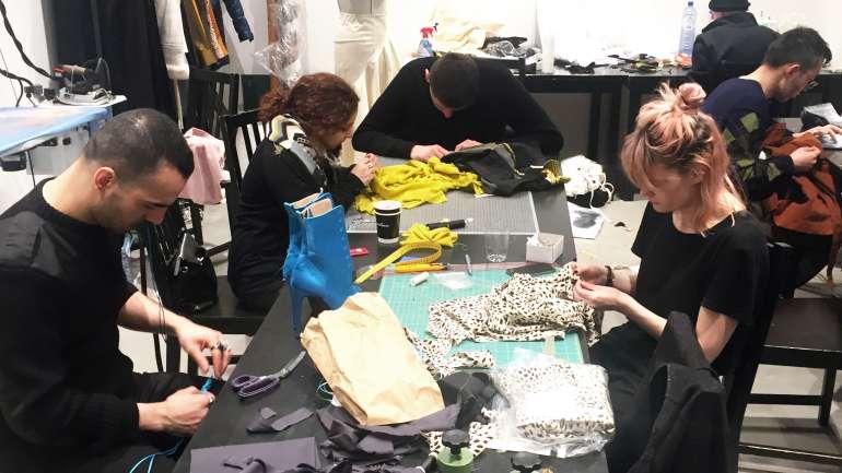 Experiencias de moda: Martín Luttecke y su práctica junto a Haider Ackermann