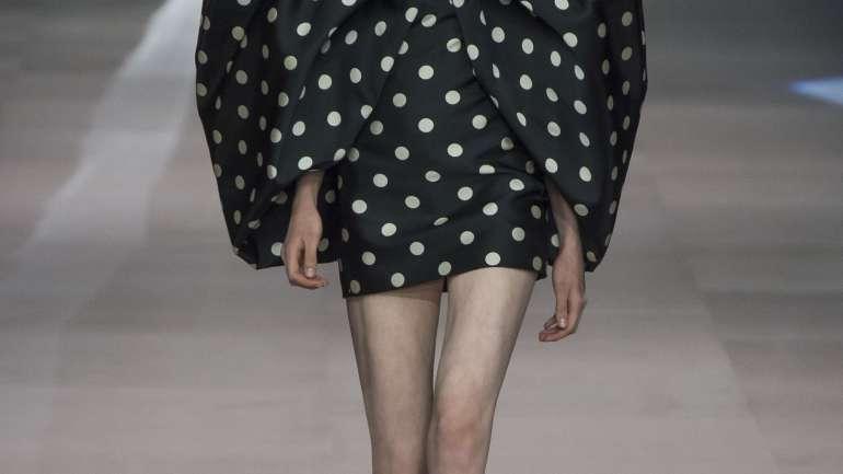 El debut de Hedi Slimane en Celine y la colección de Givenchy: Las dos caras de una moneda