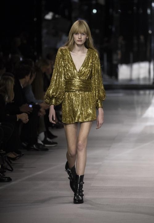 Margot H, la nueva modelo que cerró el show de Celine en Paris Fashion Week