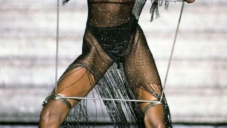 Debra Shaw, la modelo fetiche de McQueen en los '90