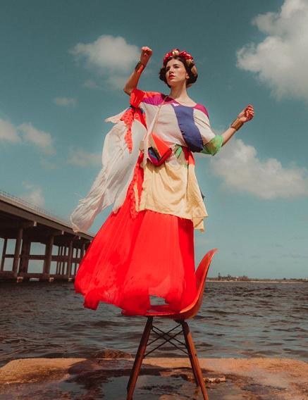 """Entrevista a la 'Floridian Frida'  Danié Gómez-Ortigoza : """"La trenza significa unión, la trenza significa mi background indígena, la trenza significa el regreso a las tradiciones"""""""