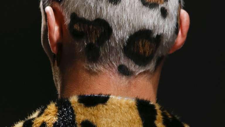Leopard Print Hair, la tendencia de cabello para hombres que vimos en la pasarela de Versace