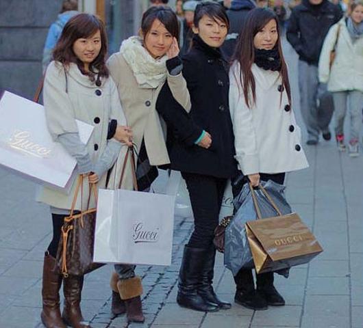 Consumidoras chinas en busca de lujo en Europa