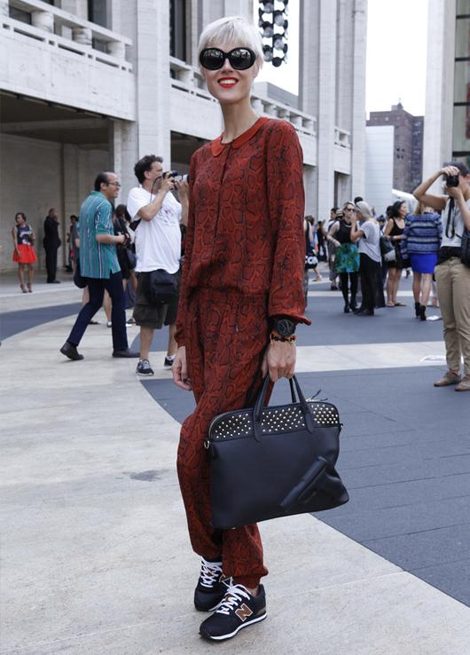 La clásica zapatilla New Balance se toma el Street Style