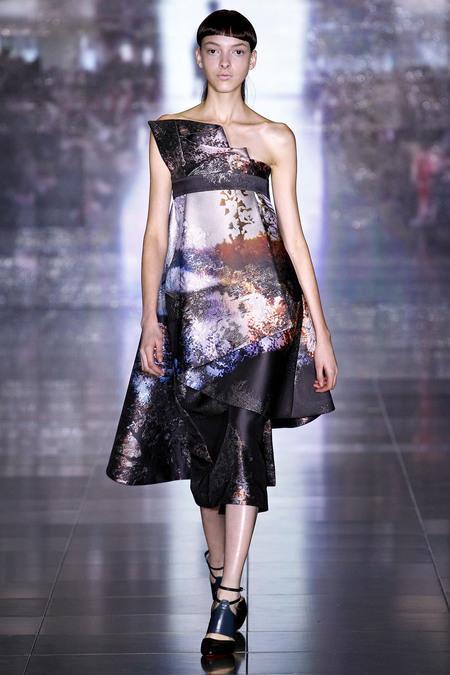 LFW otoño invierno 2013/2014: El futurismo oriental de Mary Katrantzou