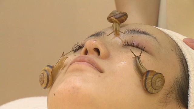 Los caracoles vivos son lo último en tratamientos faciales en Japón