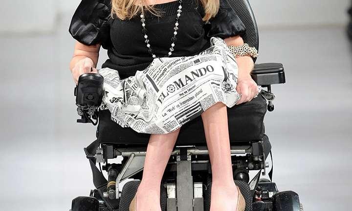 Danielle Sheypuk, la primera mujer en la historia en subir a una pasarela en silla de ruedas