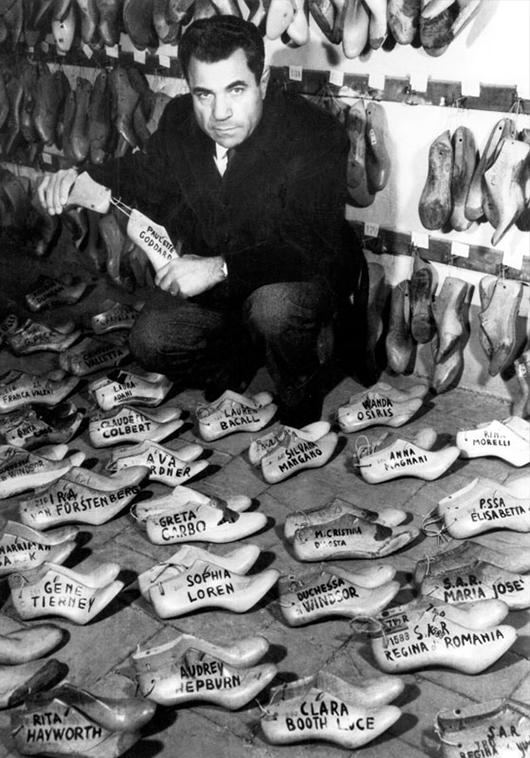 Salvatore Ferragamo, desde zapatero de las estrellas hasta diseñador de alta costura