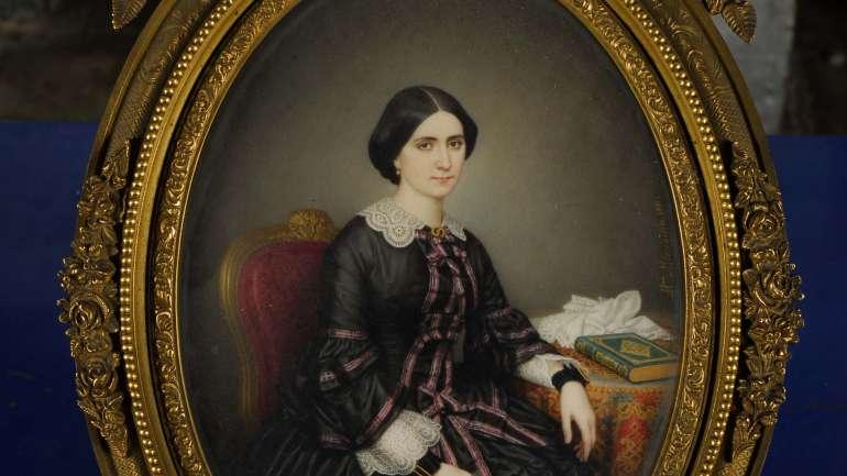 Re-tratadas: La muestra que vincula moda y arte chileno del siglo XIX
