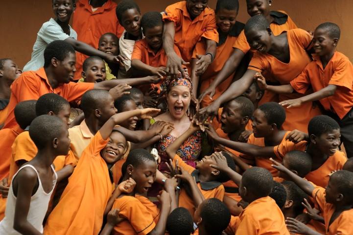 Lisa Lovatt Smith: La editora de Vogue que renunció a todo por ayudar a niños de África en riesgo