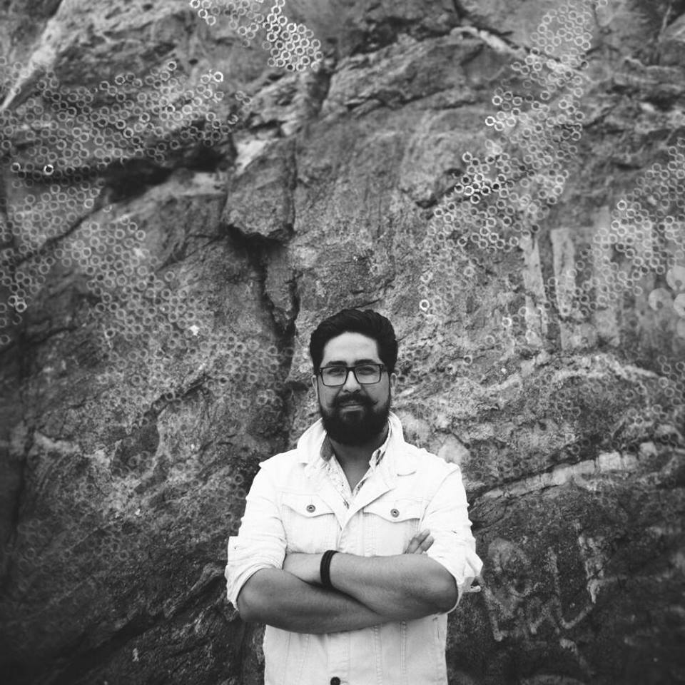 """Entrevista a Rodolfo Vera, el diseñador revelación de Pasarela Valparaíso: """"Creo que el show es parte de nuestras vidas, todos llevamos un artista dentro y todos buscamos ser vistos y percibidos"""""""