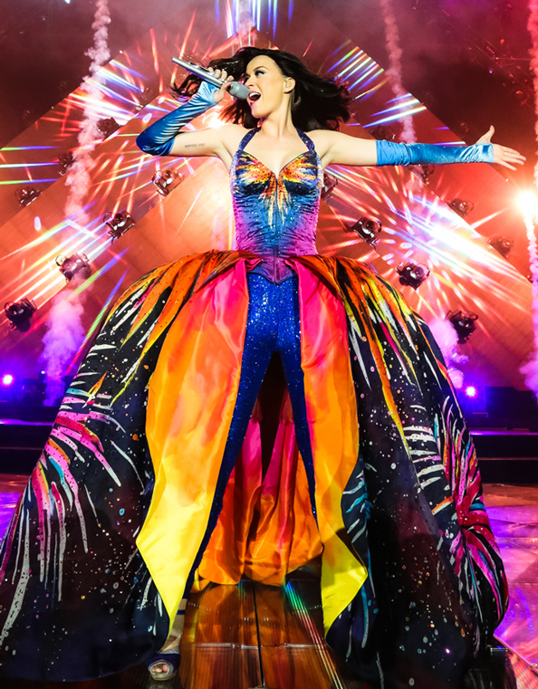 "Los vestuarios del ""Prismatic World Tour"" con que Katy Perry visitará Chile"